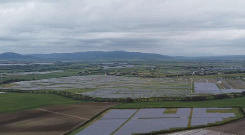 Foto Adrian Moss dal Quaderno fotografico sul fotovoltaico in aree agricole di Italia Nostra. Montalto di Castro (VT)